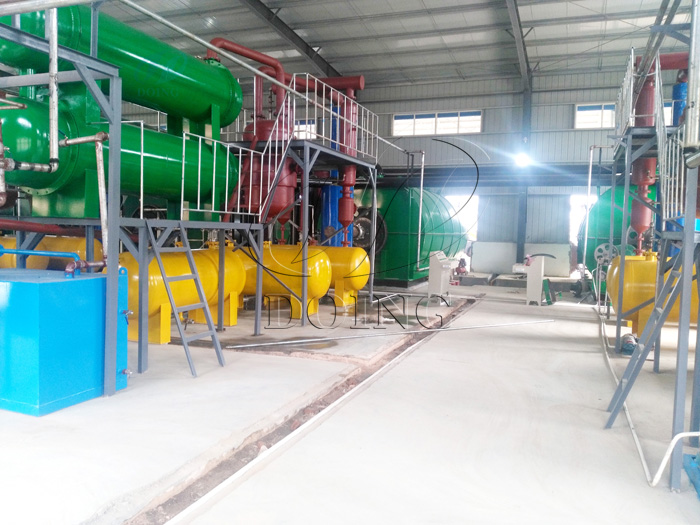 4 sets plastic pyrolysis recycling to oil machines installed in Hubei, China