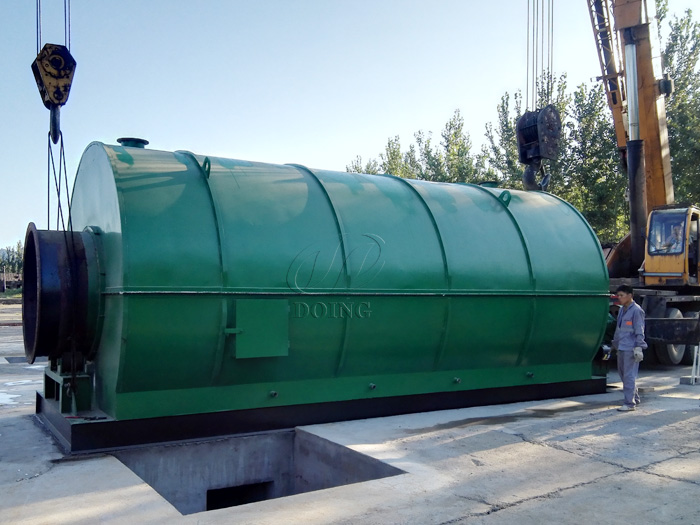 Two sets 12T waste tire pyrolysis equipment installed in Hebei, China