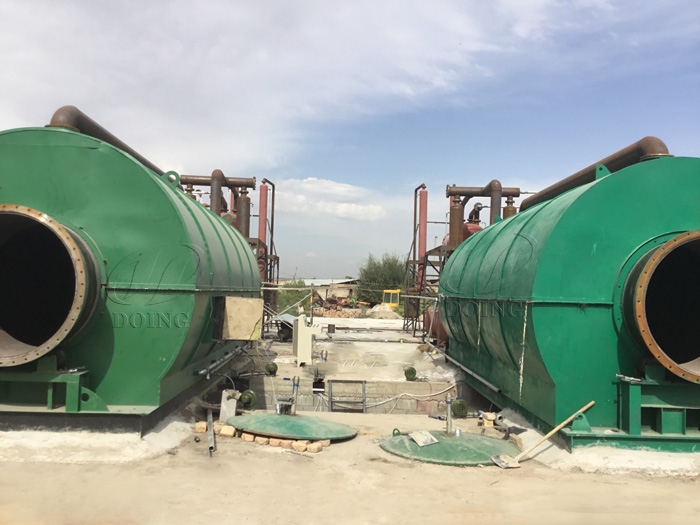 Two sets 12T waste tire to oil machine were installed in kyrgyzstan