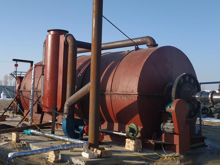 One set 10T waste tire to oil machine has been installed in Gansu, China