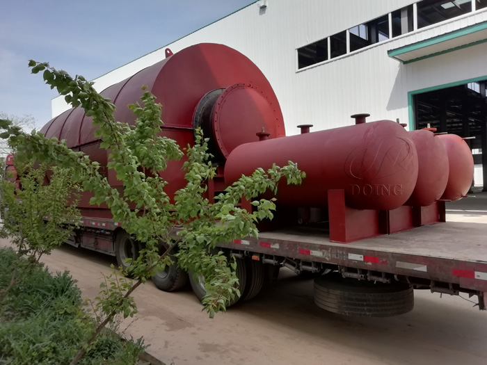 Two sets 12T waste tire to oil pyrolysis equipment were sent to Guangdong, China