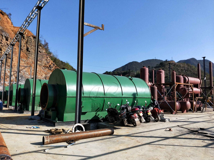 4 sets of 12T plastic to oil conversion pyrolysis plant installed in Guizhou, China
