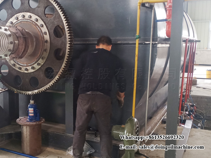 Jiangxi, China old customer bought second 12T waste plastic pyrolysis plant to complete the installation