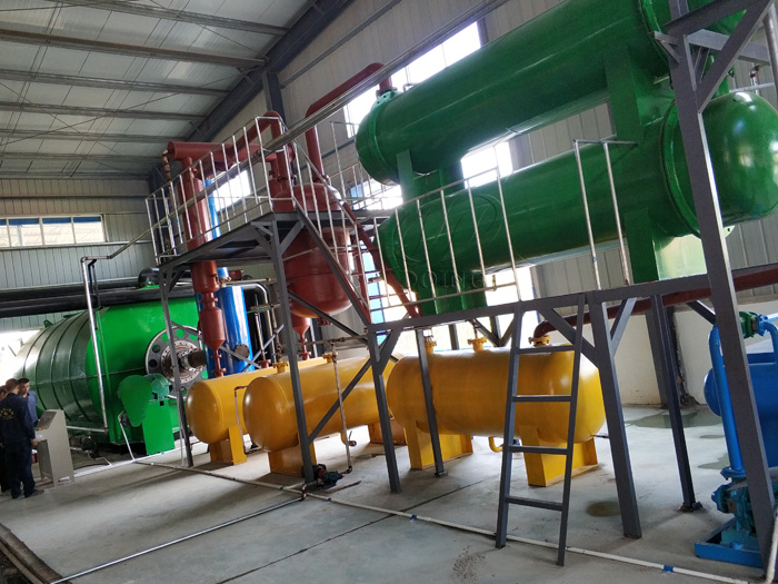Four sets 12T waste tire pyrolysis equipment installed in Hubei, China
