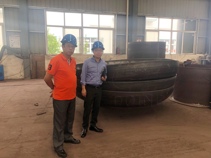 Two Kuwaiti customers came to DOING company to inspect the waste tire pyrolysis equipment