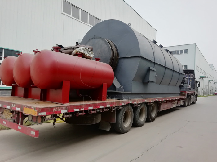 6 sets waste tyre recycling to oil pyrolysis plant were sent to Fujian, China