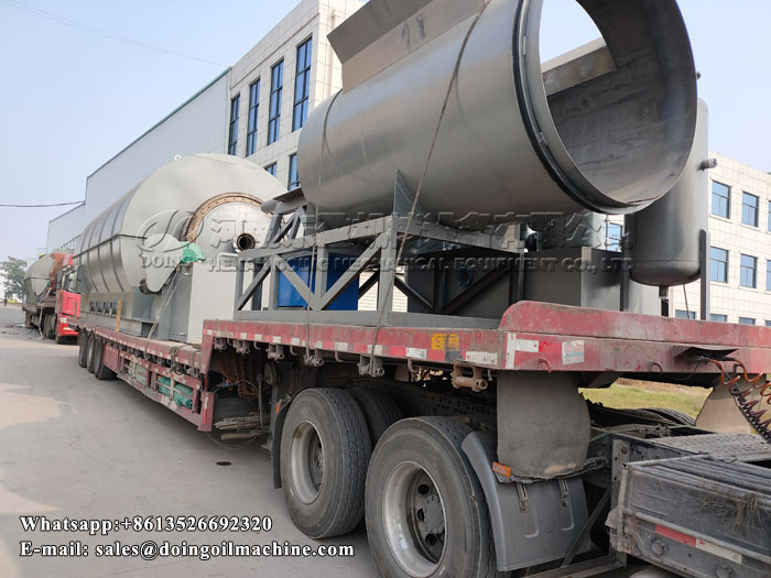 Two sets 12T waste plastic pyrolysis plant were delivered to Burkina Faso
